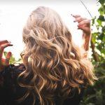 基本のヘアオイルで、パサつく髪のお手入れ
